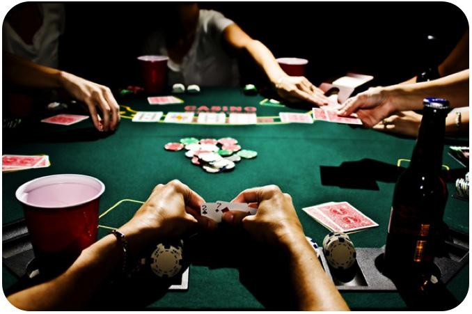 Un joueur bluff avec 7-2 dépareillé